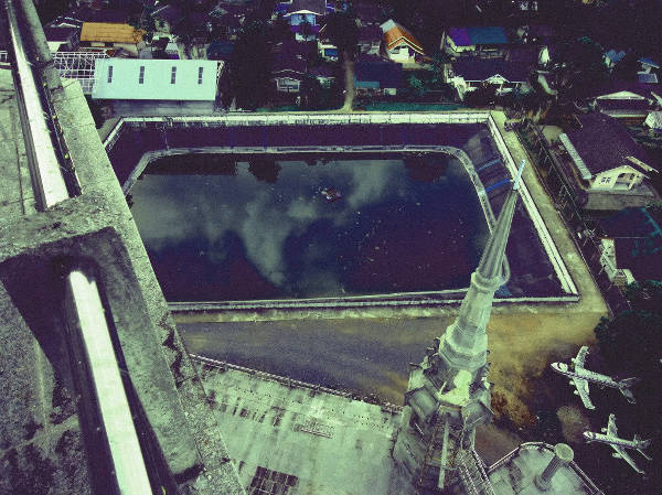 Aerial_at_Unknown_temple_in_Bangkok_on_April_2013-2
