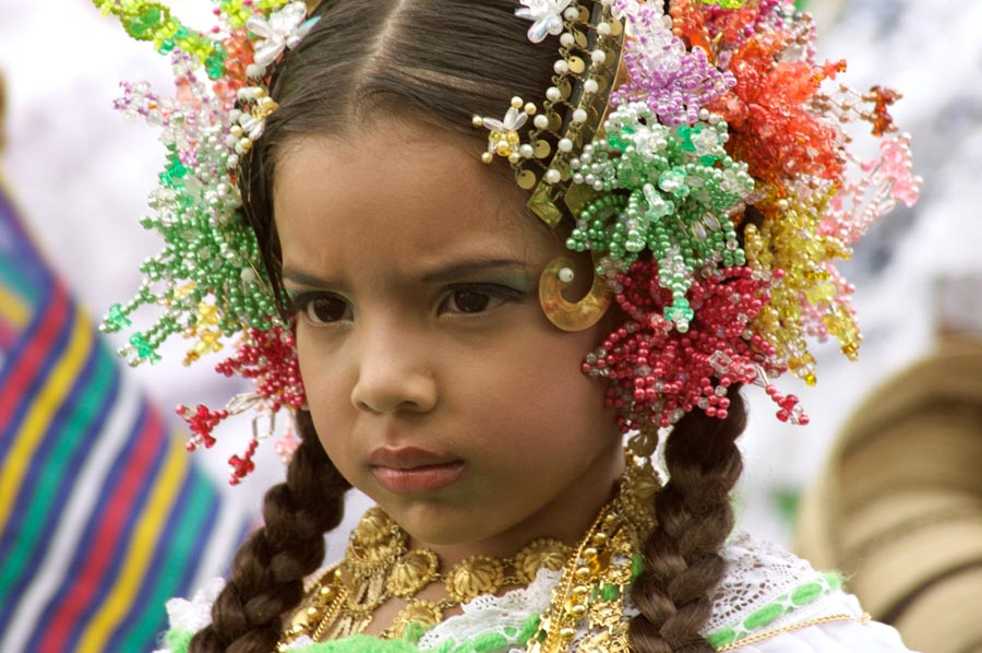 young girl in pollera