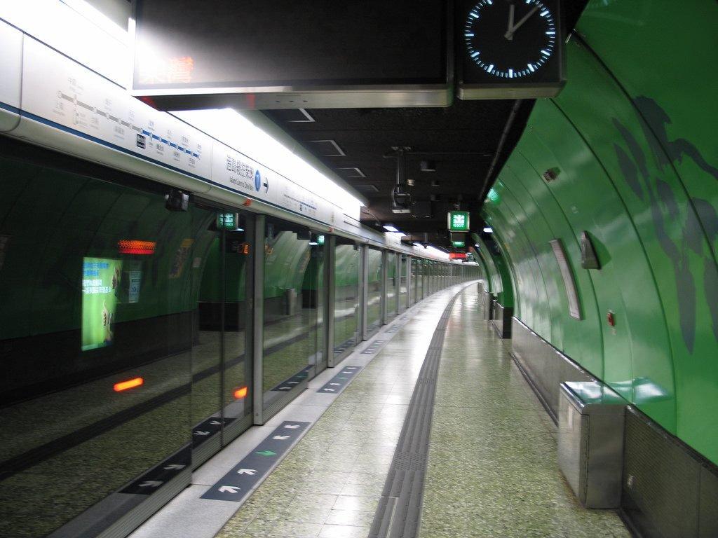 MTR station hallway