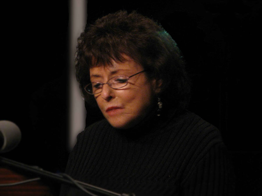 Sharon Leiter reading to an audience