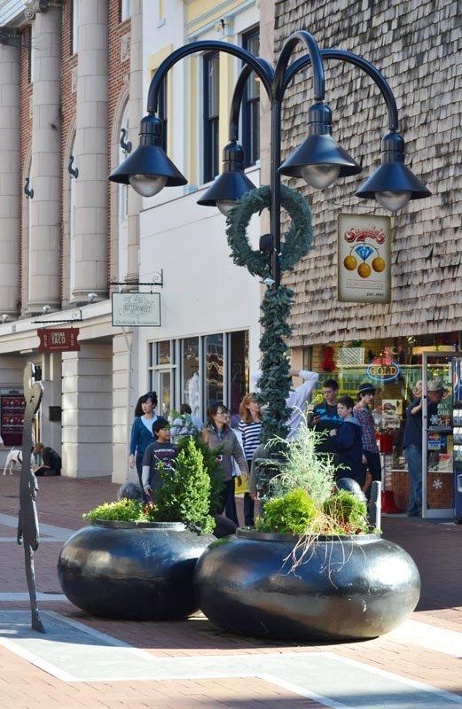 holiday wreaths on streetlight