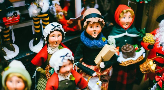 Photo of christmas carolling figurines