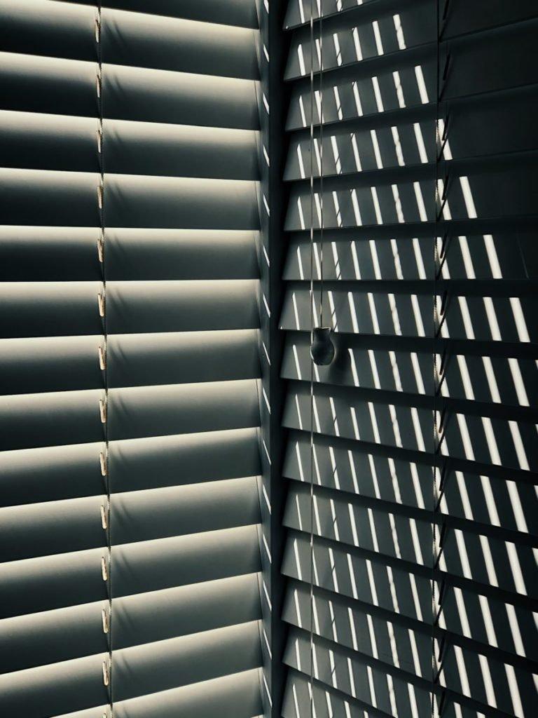 Photo of light through blinds