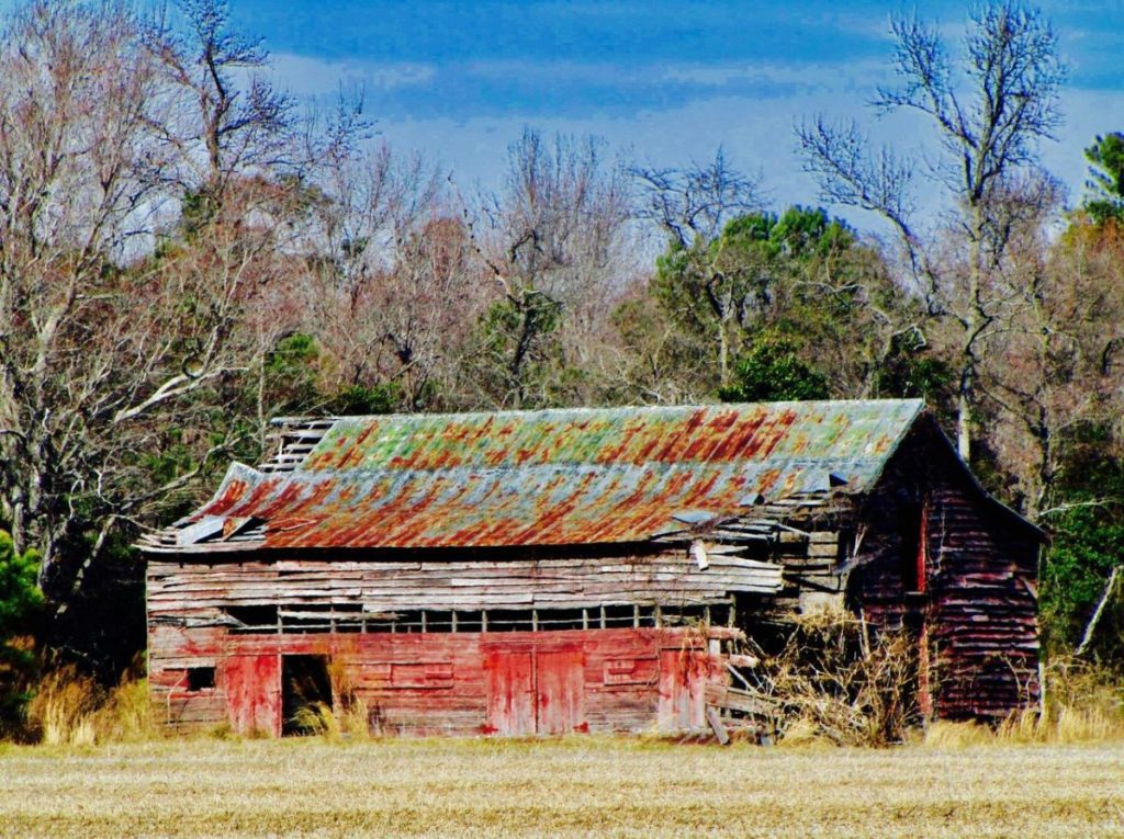 Photo of old barn with rusting roof